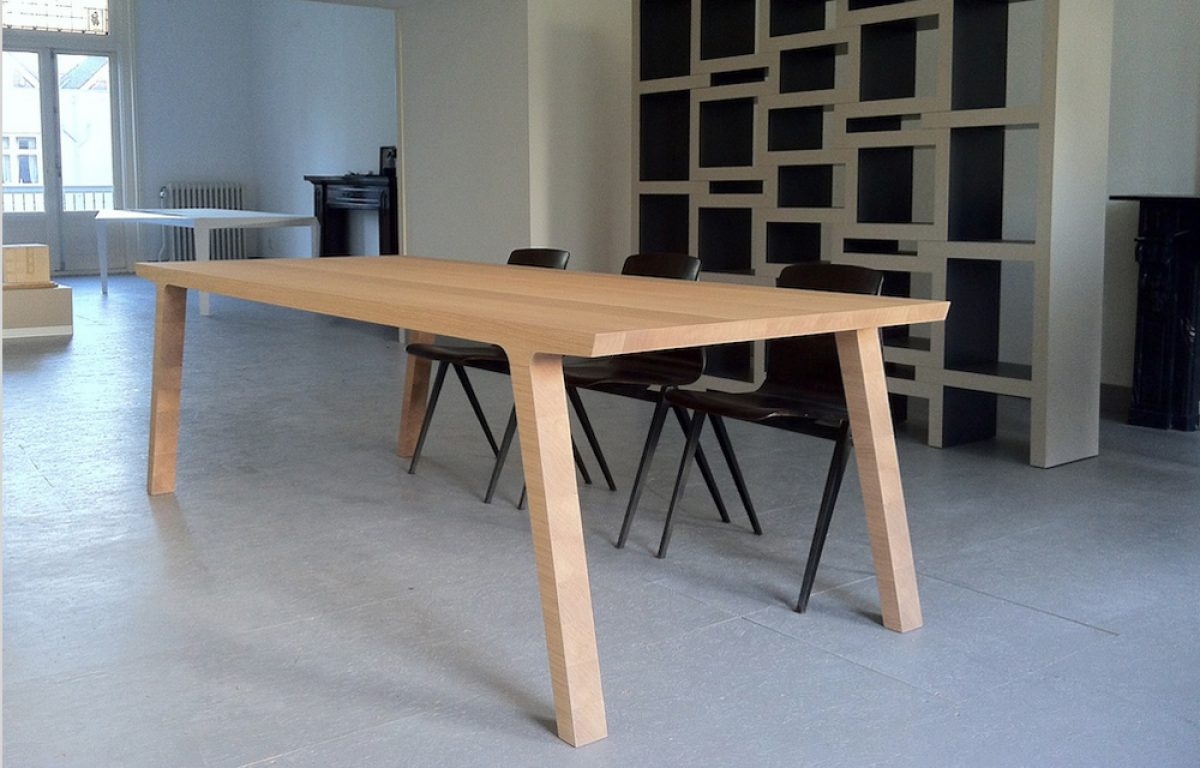 Moderne Houten Eettafel.Eettafel One Van Rknl Moderne Eikenhouten Eettafel Uit 1 Stuk