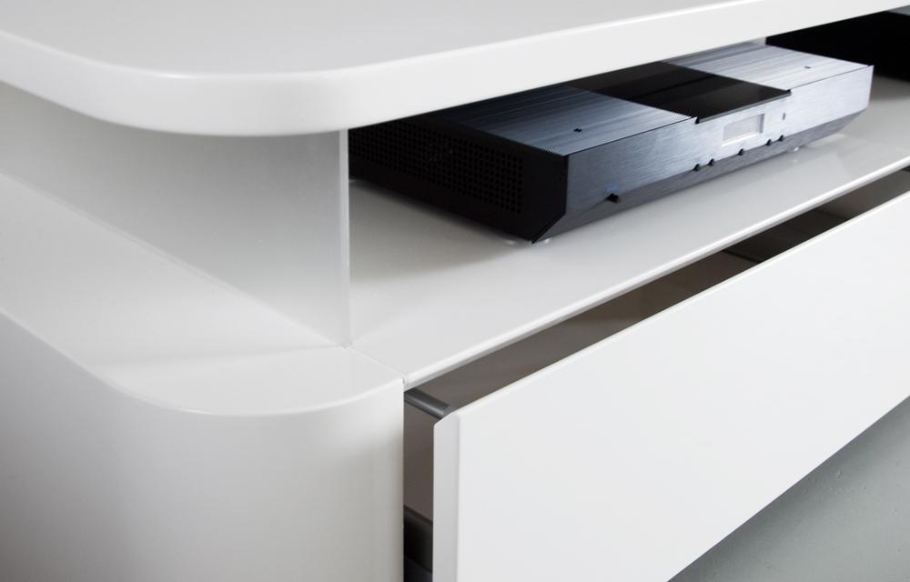 Design media console
